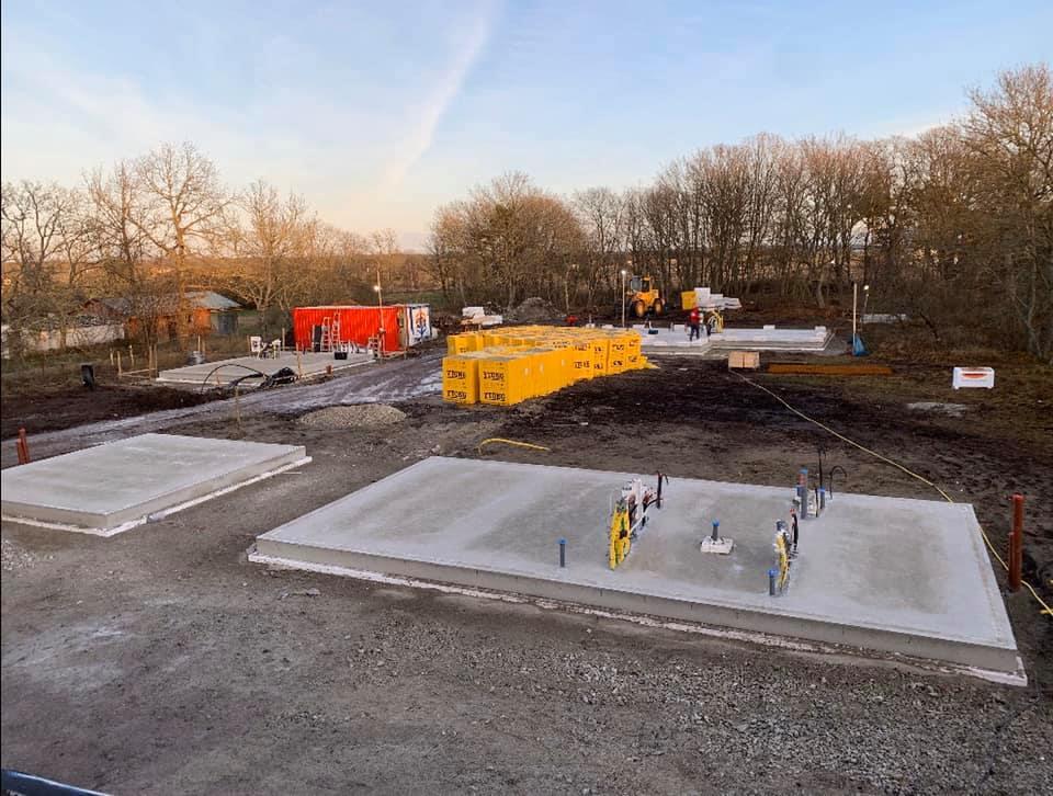 En tidig morgon ute på Fårö ser vi hur vårt projekt växer upp ifrån marken. Vi... 5