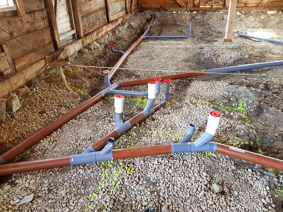 Vi är i full gång med arbetena i och utanför ladan på Petesgården i samarbete ... 4