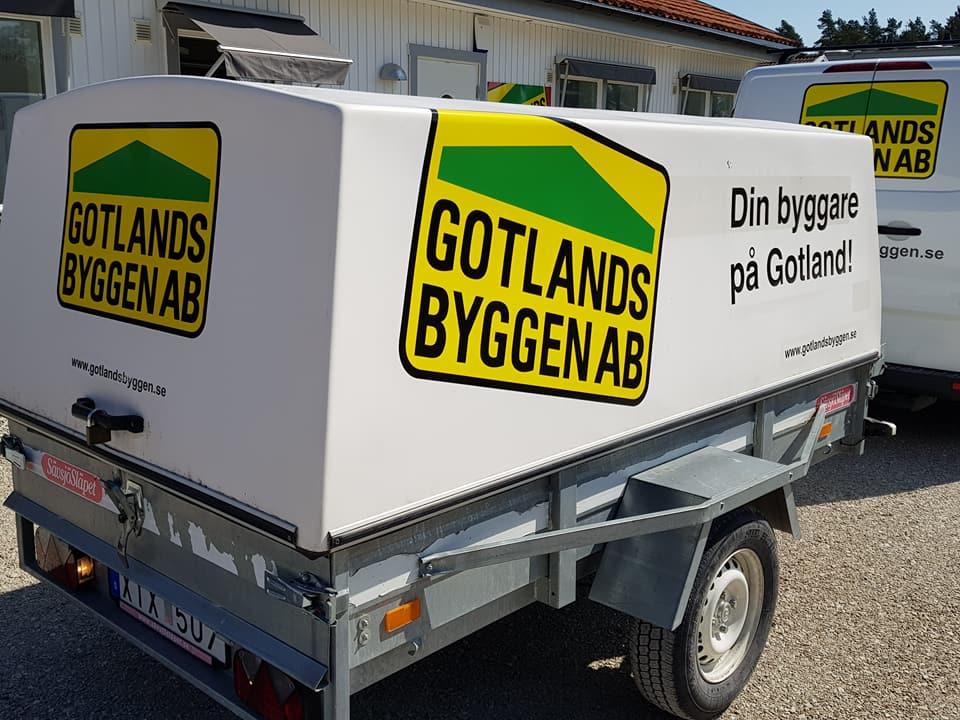 Nu börjar våra släpvagnar fräschas till med nya loggan. Trevlig helg på er dä... 2