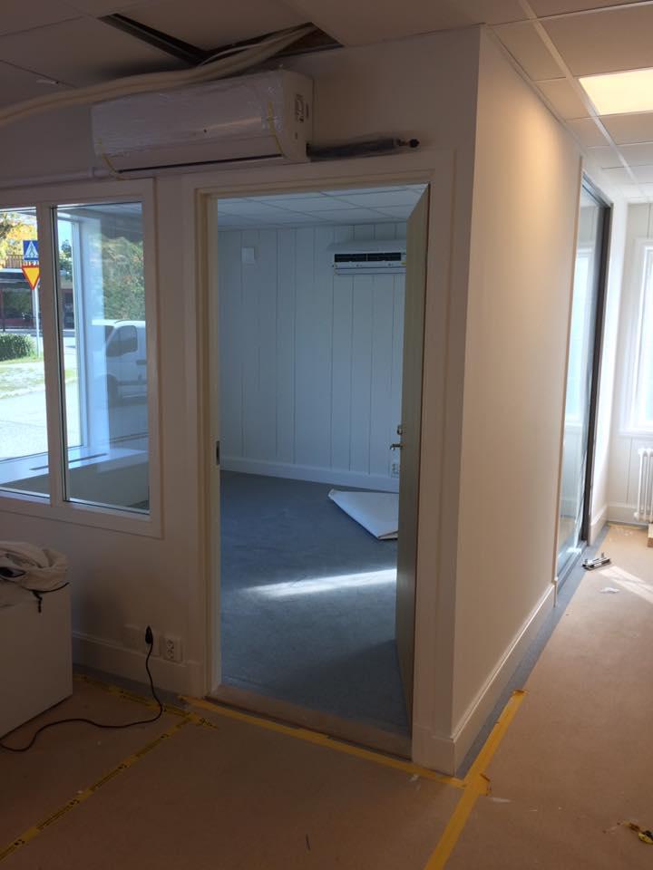 Nya kontoret är snart klart. Möblerna kommer på måndag. Ni är välkomna in på o... 4