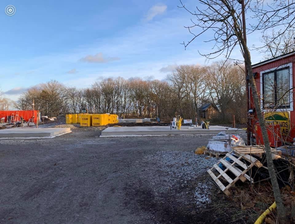 En tidig morgon ute på Fårö ser vi hur vårt projekt växer upp ifrån marken. Vi... 1