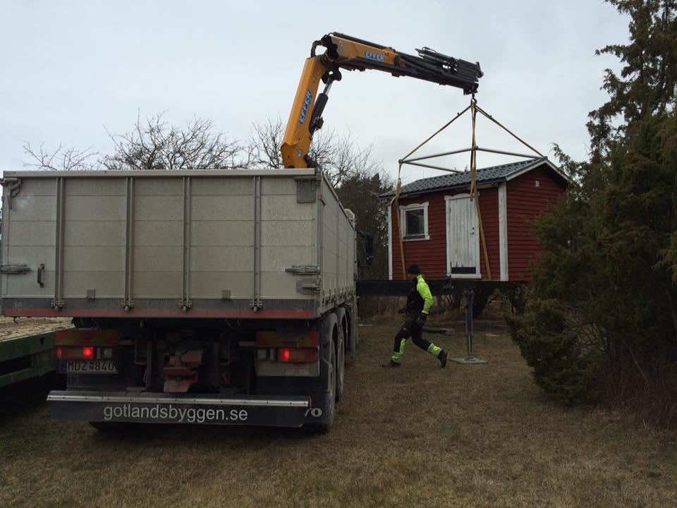 Idag har vi fått hjälp av Brucesson's gräv & entreprenad AB att flytta en ... 1